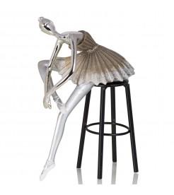 Композиция балерина на стуле